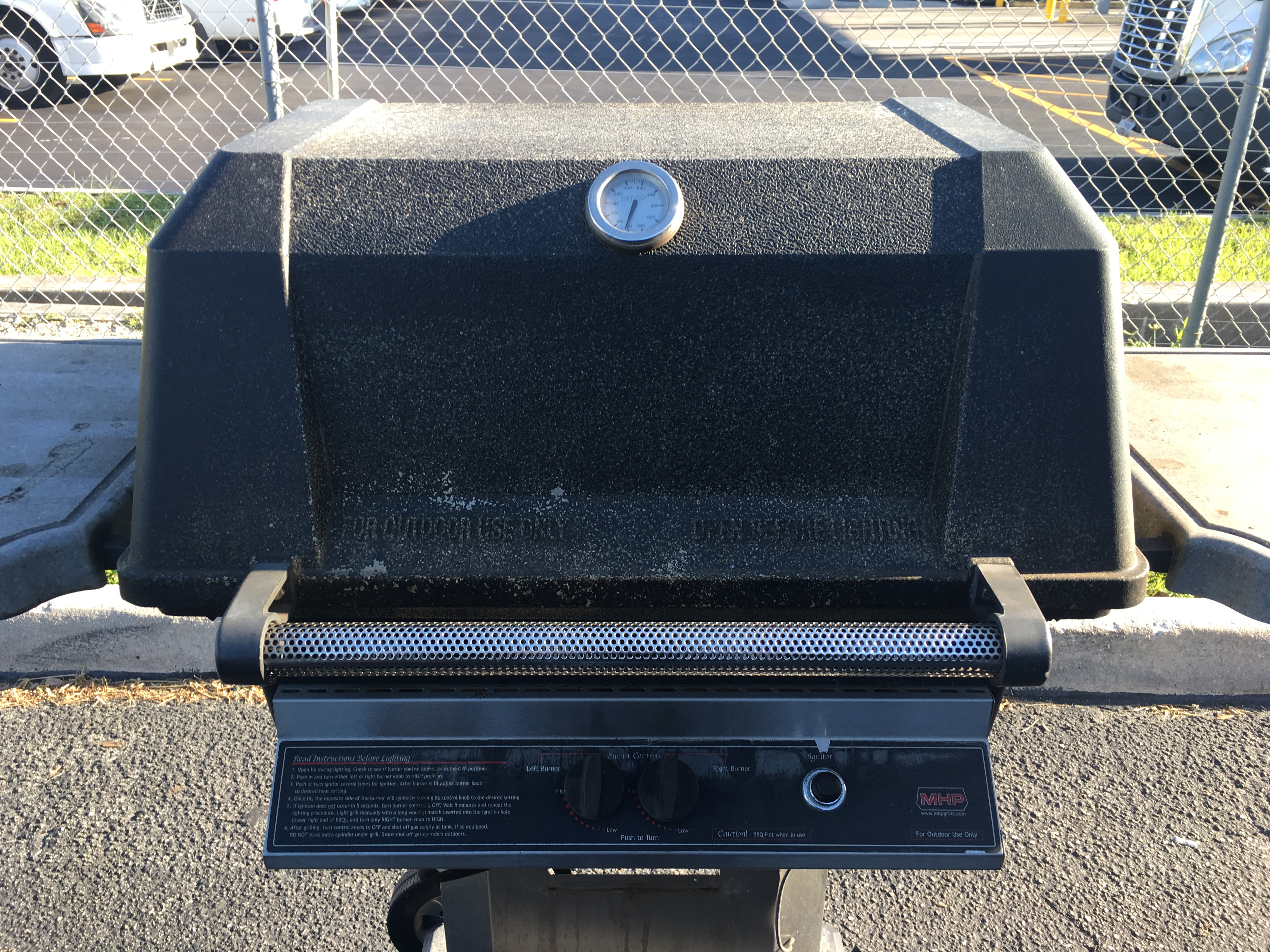 How to (Properly!) Clean a Gas Grill - The BBQ Depot